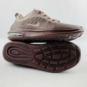 NWB Womens Nike Air Max Axis Athletic Running